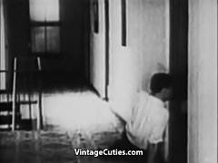 Elternschlafzimmer ist der perfekte Ort für Sex (1930er Jahre Vintage)