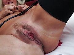 Wirklich reife Mutter mit großer hungriger Vagina