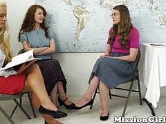 Duo adolescente mormone fessée et doigté