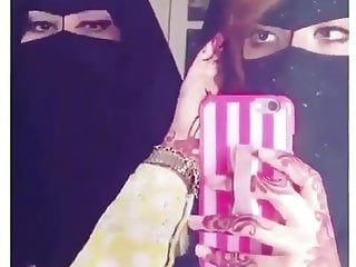 Amateur Arab porno: Sexy Arabian women Gulf Eyes