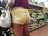 PHAT ASS IN YELLOW SHORTS