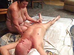 Esposa dando un gran masaje.
