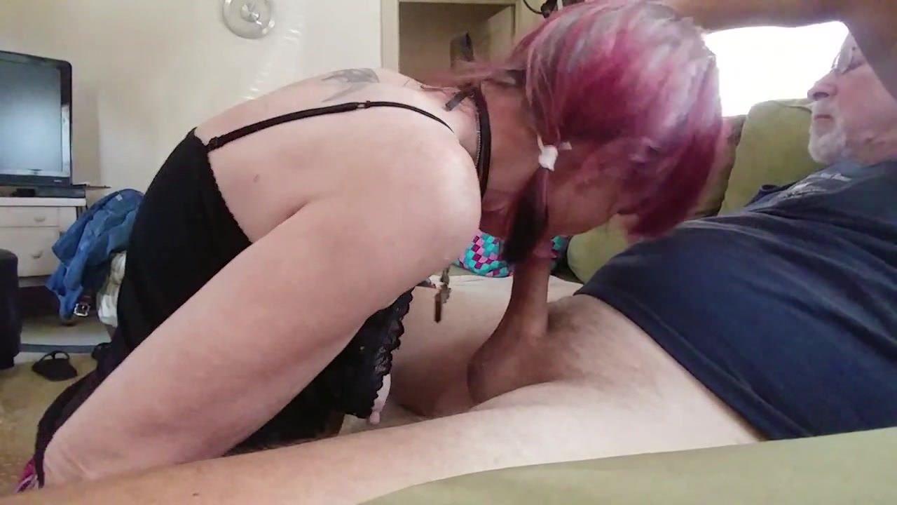 Девушка дрочит парню в электричке