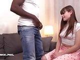 Jeune petite francaise sodomisee par une grosse queue black
