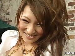Geiler und verrückter Fick mit einer eleganten Brünette namens Yukina