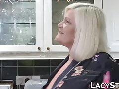 Granny dicked prima di interracial vecchio vs giovane facciale