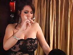 Herrin spucken & macht Sklave Asche rauchen rauchen