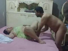 arabisches Ehepaar versucht, ein Sex-Tape zu machen