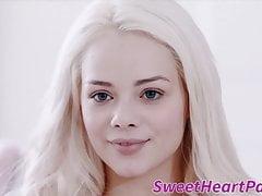 Schwarzer Muff Taucher mit kleinen Titten von süßem weißem Mädchen geleckt