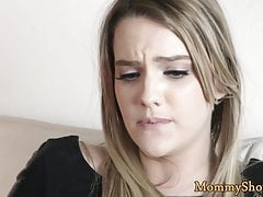 Facesitting milf pleasured par belle-fille
