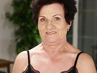 Hairy Hardcore porno: Mom's Hairy Pussy Gets Pounded Hard