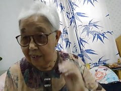 Asian 70+ babcia