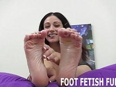 Ti aiuterò con il tuo piccolo feticismo del piede