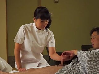 Asian Japanese Massage video: Mature Japanese masseuse gives client handjob Subtitles