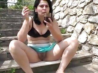 Amateur Hairy porno: Sexymandy flashing big hairy pussy outdoor in public