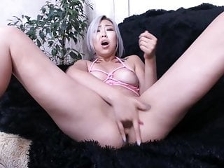 Asian Squirting & Fingering Girl