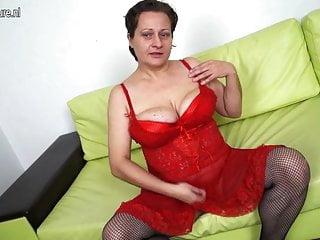 Mamma matura amatoriale con grandi tette cadenti