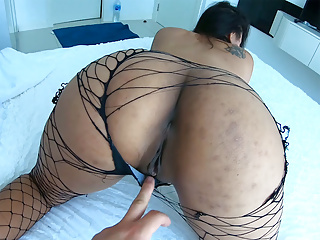 Amateur thai girlfriend gives horny hotel blowjob...