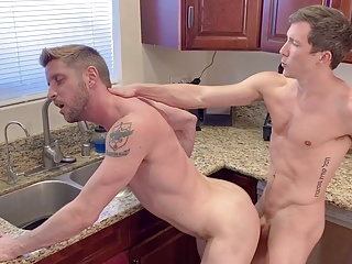 Young twink fucks hunk...
