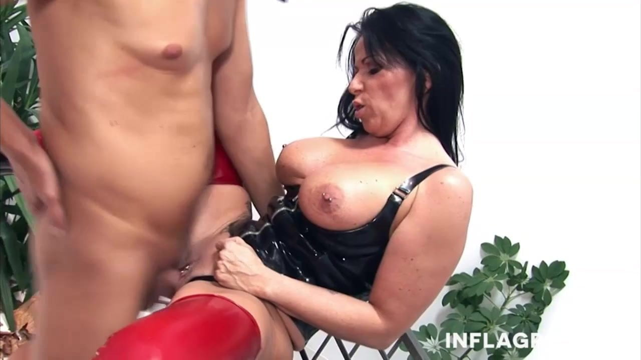 Licking Mature Feet Pussy
