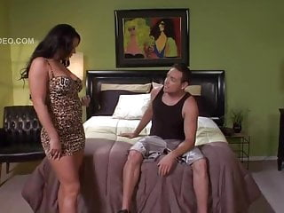Savannah Stern beds guest star
