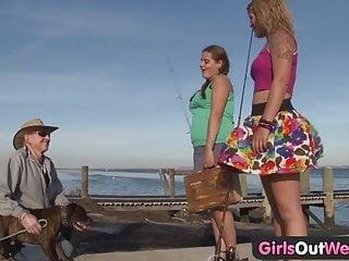 Girls Out West Carine lesbiche paffute con fiche pelose