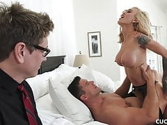 Big Tits Blonde Cucks Her Man By Fucking The Car Washer