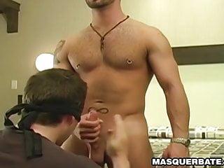 Muscular hunk Manuel Deboxer sucked by blindfolded man