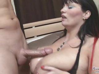 Simone Titty scopa e cavalca la bacchetta di Merlin