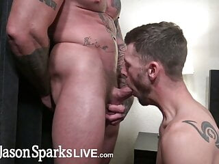 Muscle bull Sean Duran pounds bareback bottom