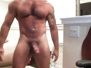 Webcam hairy muscle jacking off...