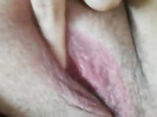 rubensfrau streichelt sich in nahaufnahme.Porn Videos