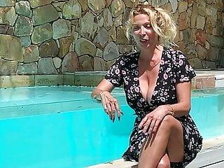 Blonde Foot Fetish Flashing video: SONIA ESIBISCE LE TETTONE, LE GAMBE... E I PIEDI..