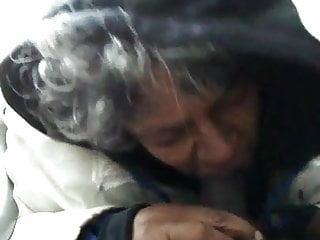 Granny whore vieille pute noire suce...