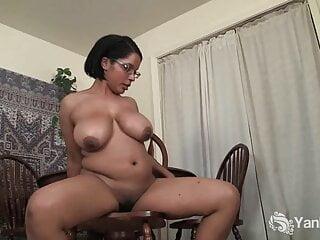 Yanks – Chubby Natalia Rubbing Her Pussy