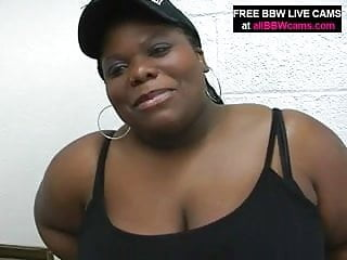 Chubby gal stuff up pussy dick part 1...
