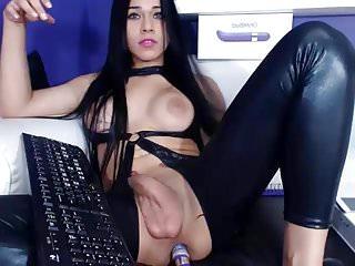 Cute masturbate on webcam...