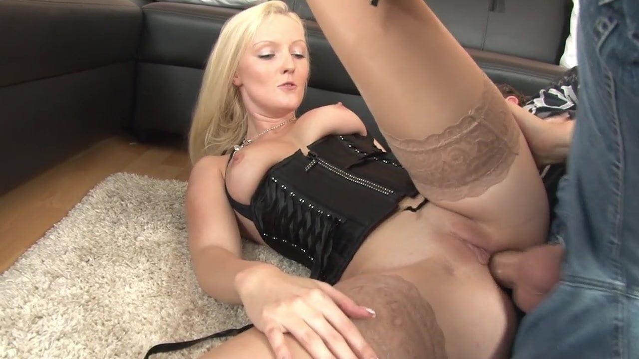 Bella Blond German