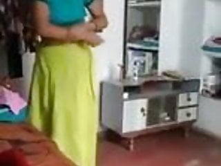 Indian Married Woman Showing Hot Ass in Camera