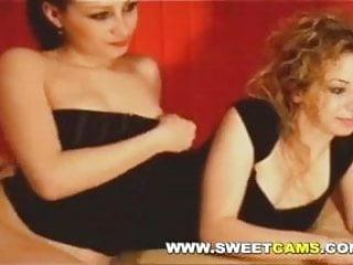 Amateur Lesbians Fucking on Webcam
