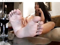 showing my sexy latina long toe nails and soles