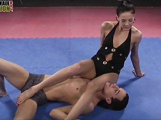 Feet Dominatrix smothers guy with her feet