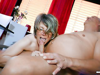 hausfrau ficken - blowjob and pussy eating with horny maturePorn Videos