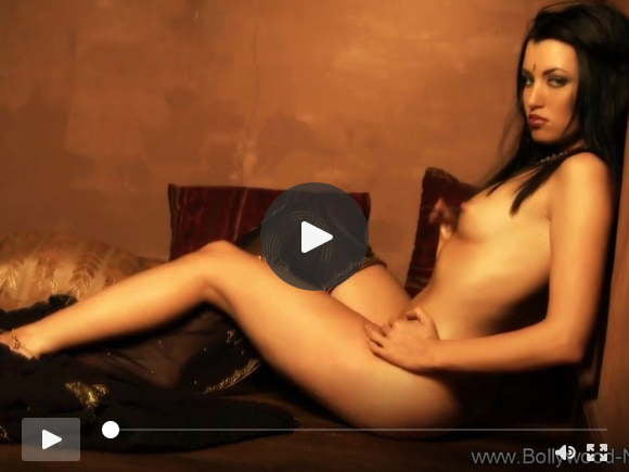 a woman that seduce herself alone because his man was awaysexfilms of videos