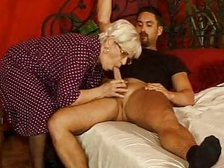 vid: Grandma in stockings cum splattered glasse