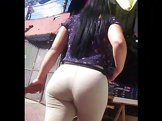 Latina muy culona milf leggings...