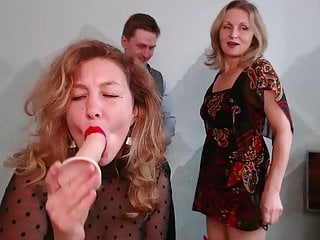 2 MILFs love to suck and tease young guy