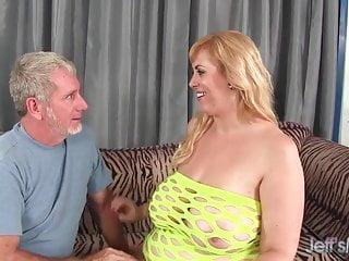 Big Darwineling plumper titty si fa trapanare il buco del culo