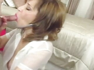 Sexy mature Roni Ford in nylons