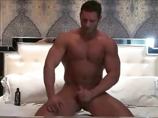 Bodybuilder jerking off...